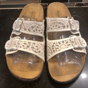American Eagle ivory lace footbed sandals